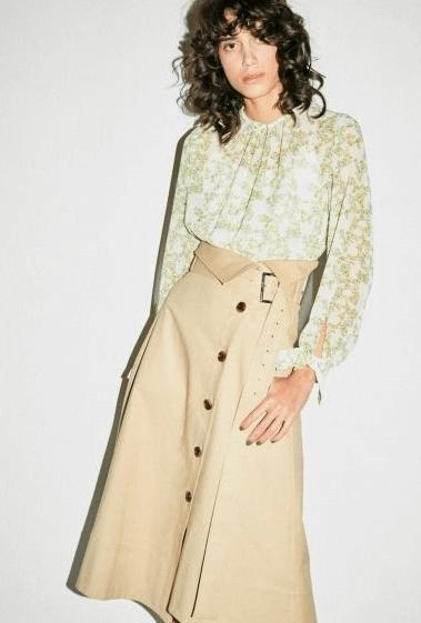 花レース×トレンチスカート
