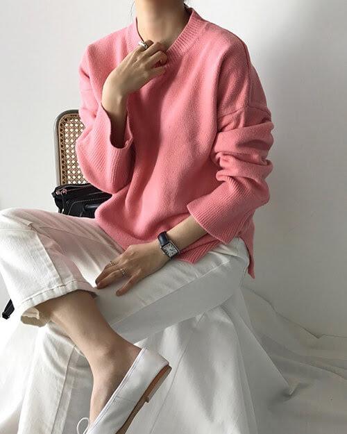 くすみピンク ニット コーデ